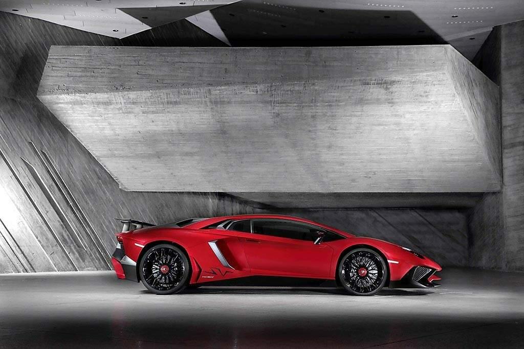 Lamborghini-Aventador-LP-750-4-Superveloce-Lateral