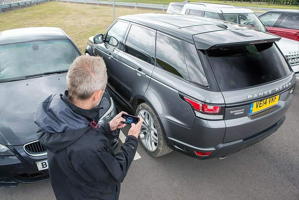 Esta tecnología posibilita la salida del aparcamiento desde fuera del vehículo.