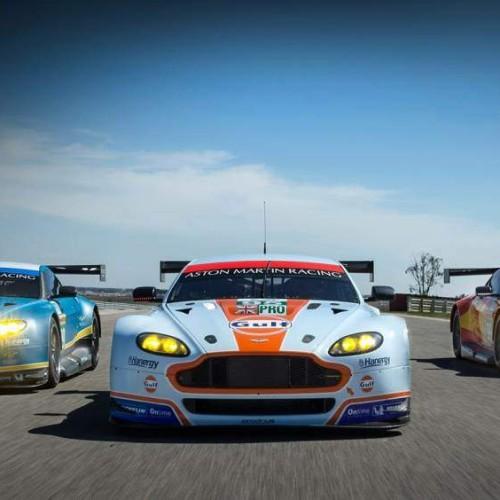 Los coches de carreras de Aston Martin para 2015