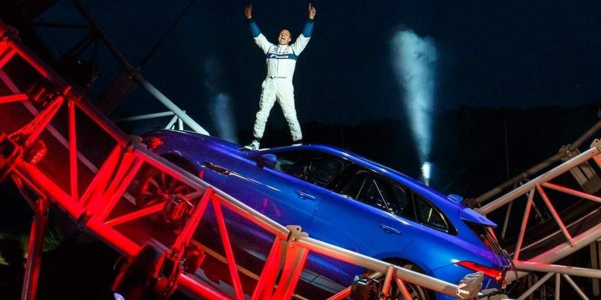 "Increíble ""looping"" y récord Guinness para el Jaguar F-PACE"