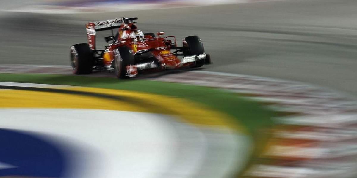 Vettel arrasó en la noche de Singapur