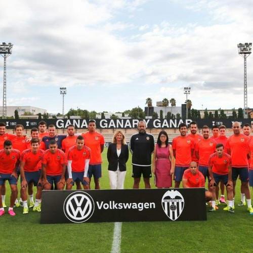 Continúa la fiebre por el fútbol: Volkswagen patrocina al Valencia C.F.