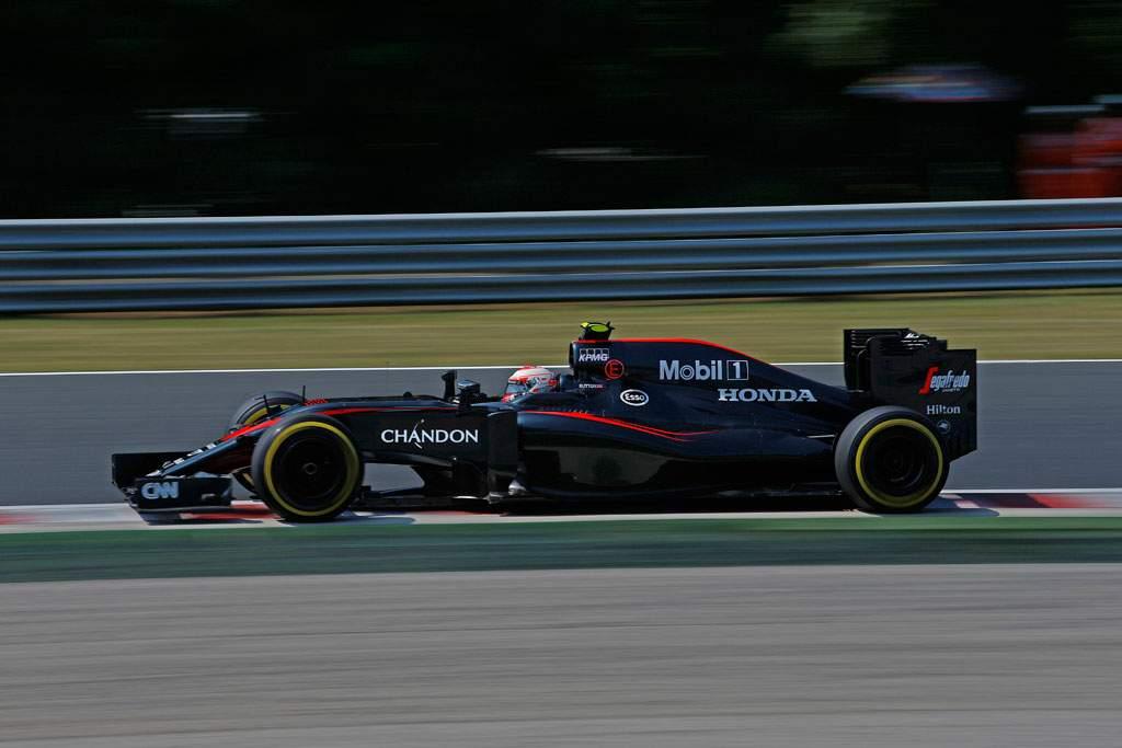 McLaren-Chandon_Official-visual_Racing-car-