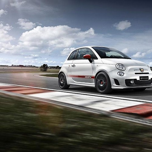 Nuevos Abarth 595 Yamaha Factory Racing y 696 biposto Record