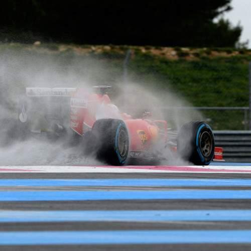 Vettel el más rápido en el test en mojado de Pirelli
