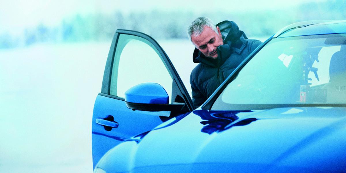 José Mourinho probó el Jaguar F-PACE en hielo