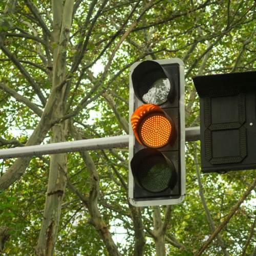 """Llegan los semáforos que """"hablan"""" para mejorar la seguridad vial"""