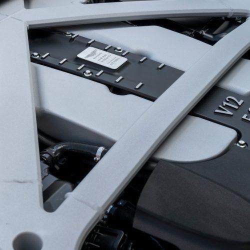 Ocho horas para construir el potente motor V12 del Aston Martin DB11