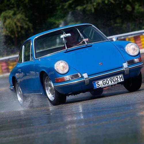 Porsche lanza una nueva gama de neumáticos para clásicos