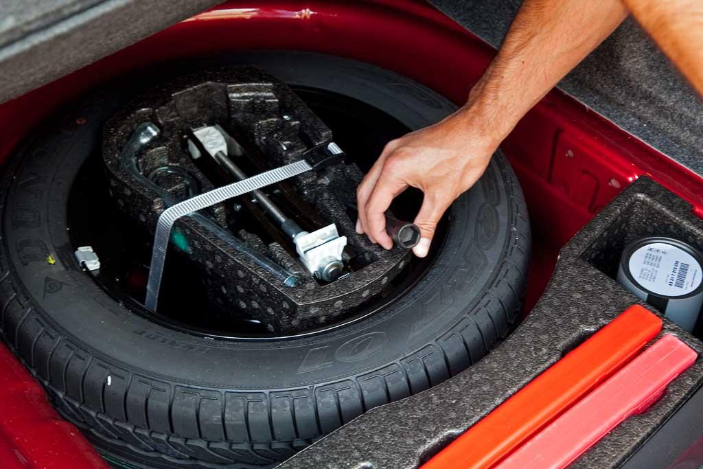 cómo cambiar una bombilla trasera - cosas de coches