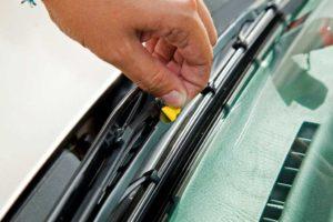 Quitar pegatina indicador desgaste
