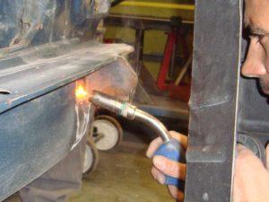 Arreglar abolladuras y golpes carrocería coche clásico