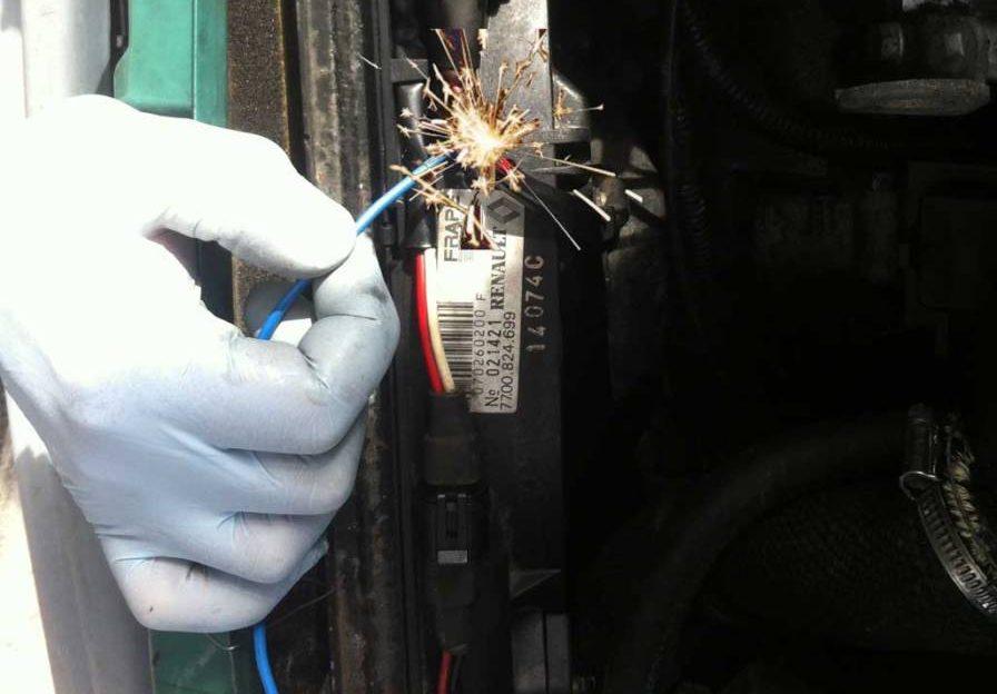 Hacemos conexión al cable del electroventilador