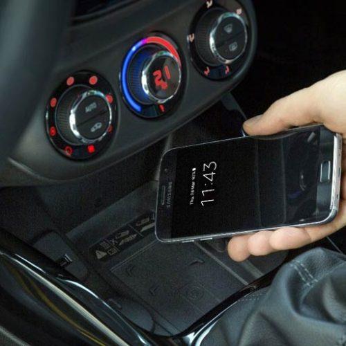 El Opel Adam ya permite recargar los smartphones sin necesidad de cables