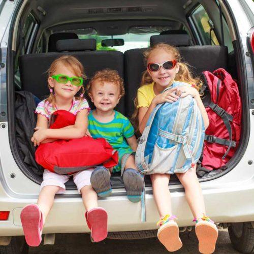 Viajar en coche con niños: así no se marearán ni aburrirán