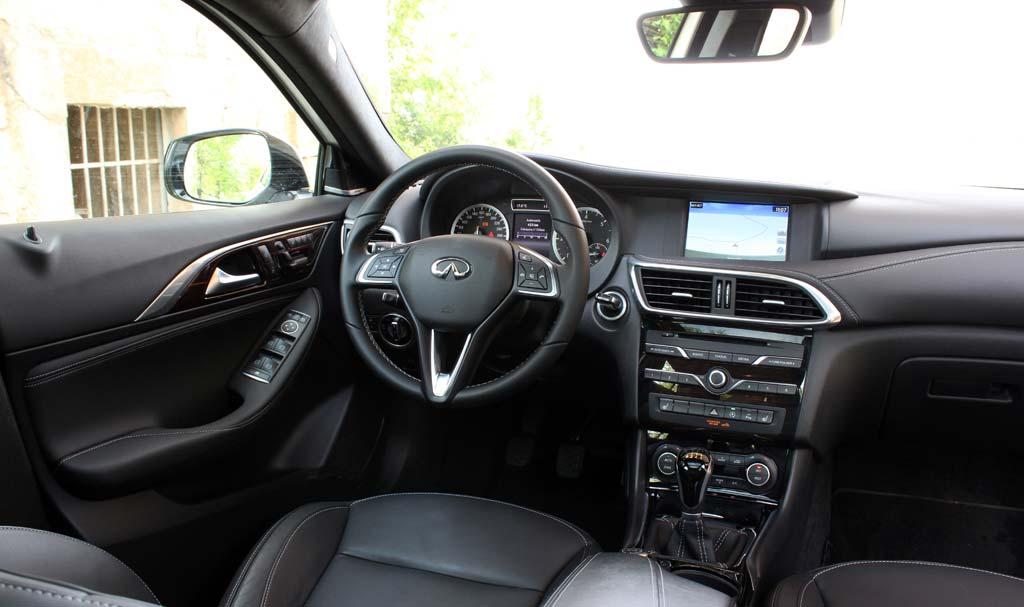 Infiniti Q30 1.5d interior cuero negro