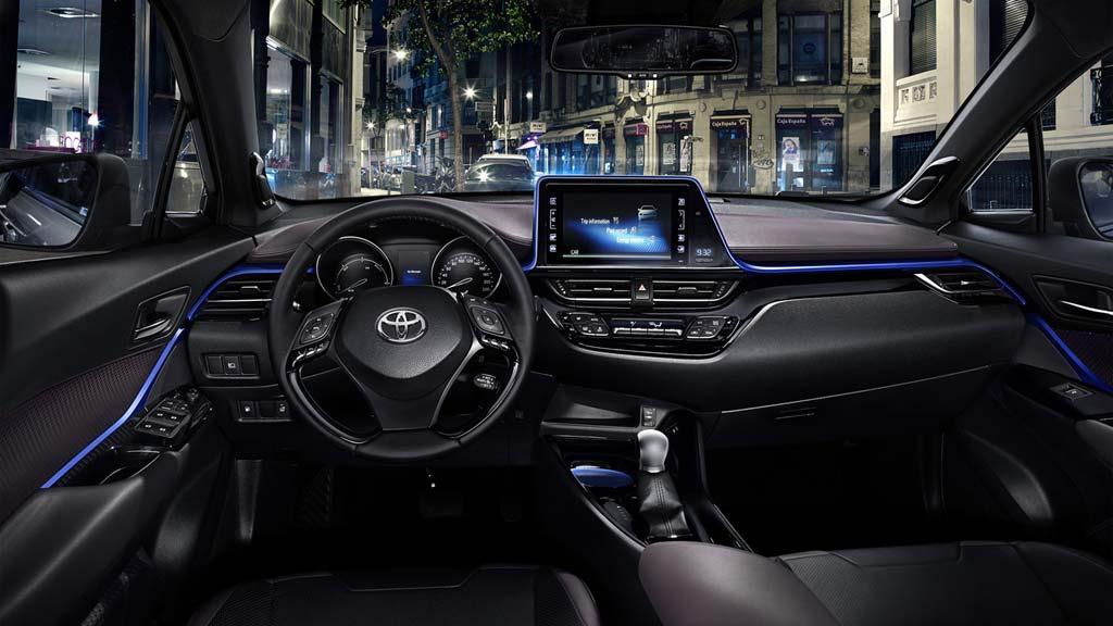 Toyota C-HR interior salpicadero