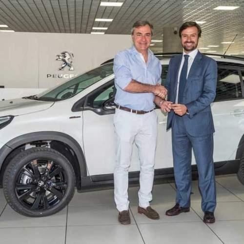 Carlos Sainz ya conduce el coche al que da nombre