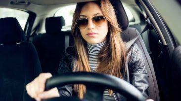 ¿Son correctas las posturas que adoptamos cuando conducimos?
