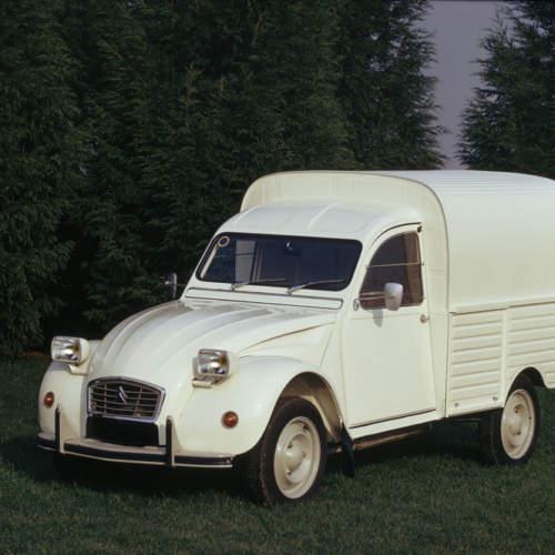 El Citroën 2 CV furgoneta cumple 65 años