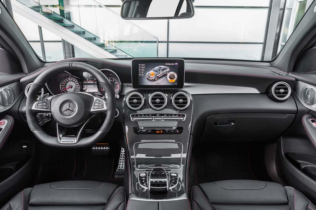 Mercedes-AMG GLC 43 Coupé interior salpicadero