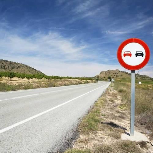 5 adelantamientos peligrosos que nunca deberías hacer