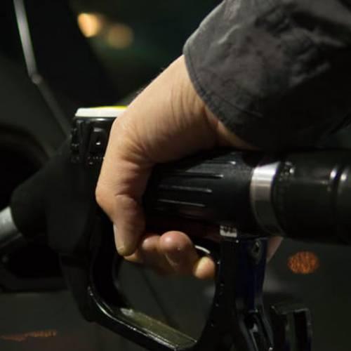 Extremadura prohíbe las gasolineras sin trabajadores