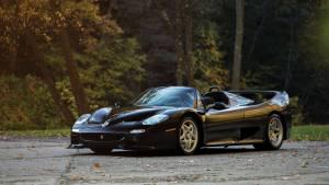 Sale a subasta un extraño Ferrari F50 negro (fotos)