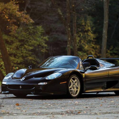 Sale a subasta un extraño Ferrari F50 negro