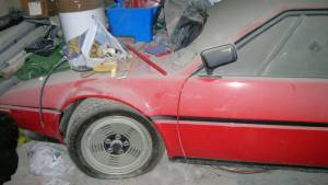 Hallazgo de fin de año, un BMW M1 abandonado hace 34 años (fotos)