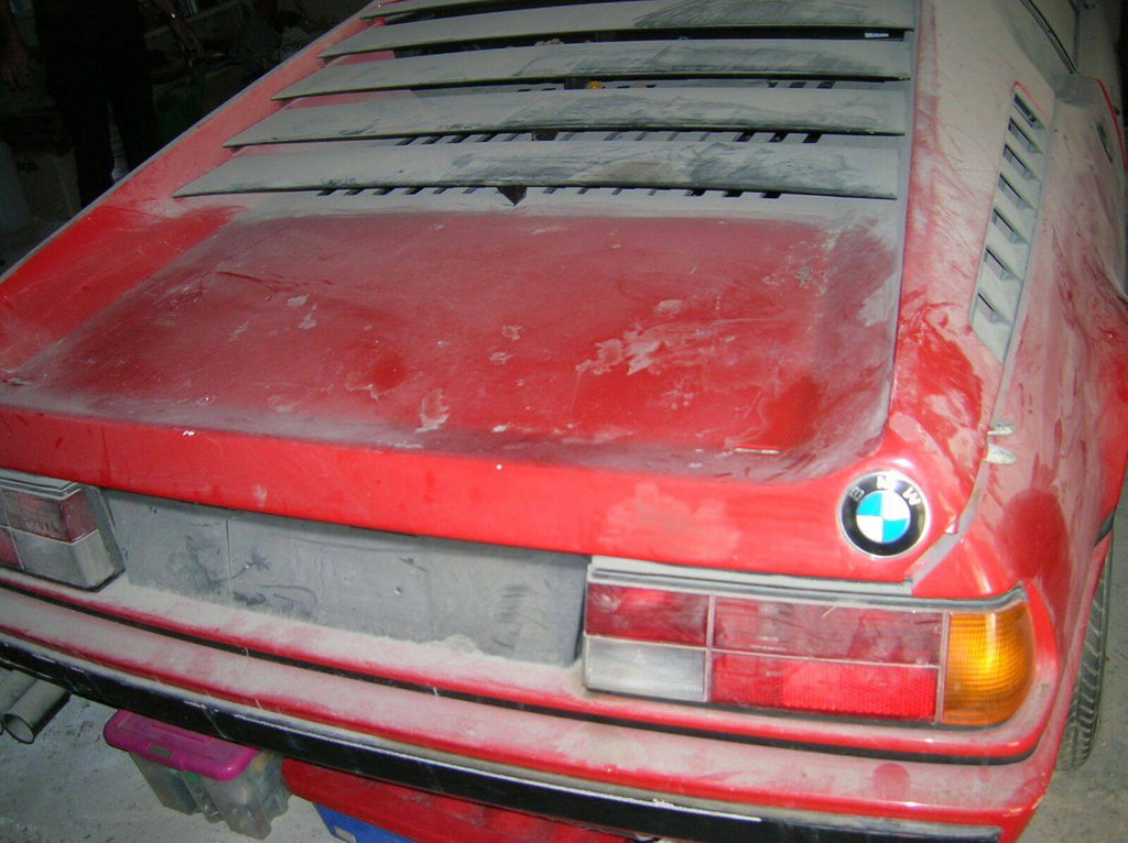 BMW M1 abandonado