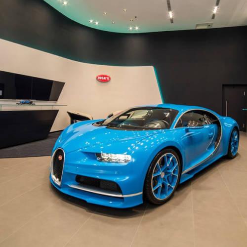 Bugatti abre concesionario en Taiwán con un Chiron completamente azul