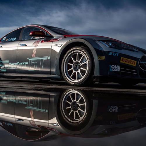 Tesla se viste de carreras con el EGT Tesla V2.0