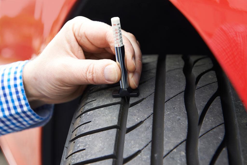 comprobar neumáticos