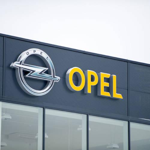 PSA (Peugeot-Citroën) negocia con GM para comprar Opel