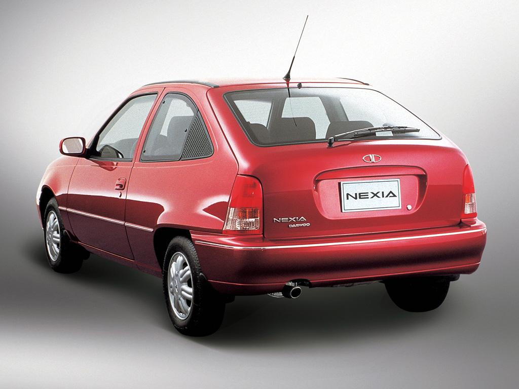 Daewoo Nexia coches feos años 90