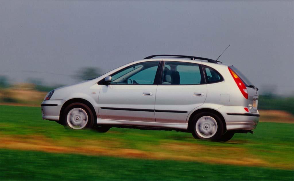 Nissan Almera Tino coches feos años 90