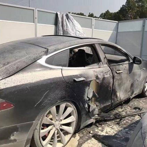 Un Tesla Model S se incendia cuando estaba cargando la batería