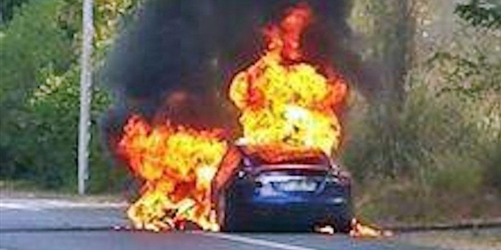 Tesla Model S en llamas en Francia