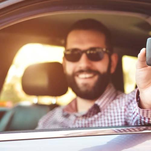 Alquiler de coche entre particulares: qué es, cómo funciona y qué empresas lo gestionan