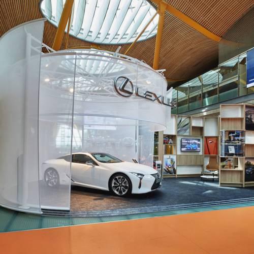 Lexus inaugura un espacio de lujo en el Aeropuerto de Madrid Barajas