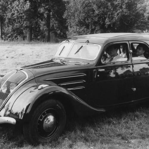 Peugeot 402, el primer Coupé Cabrio de la historia, cumple años