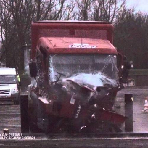 Crean unos bolardos capaces de frenar a los camiones suicida