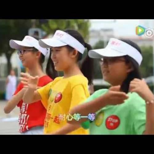 Niños bailando para que no te saltes los semáforos: está pasando en Pekín