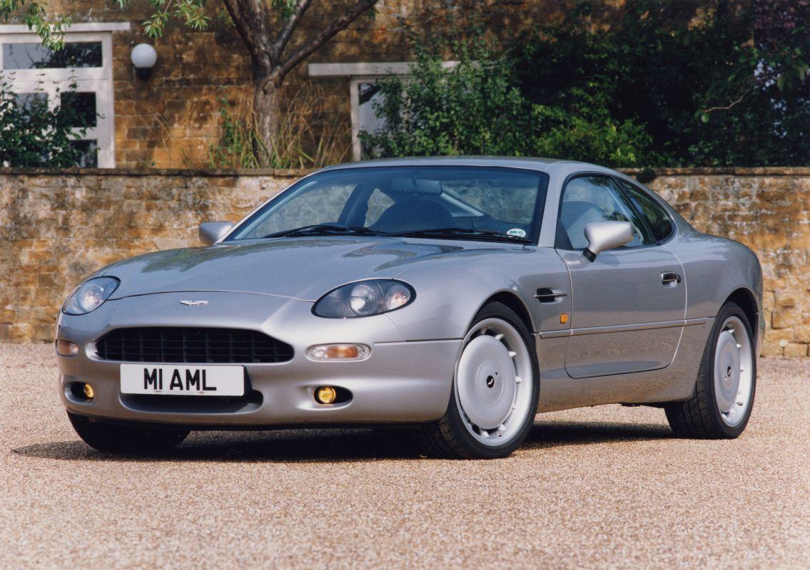 Coches clásicos de los 90 en los que invertir: Aston Martin DB7 frontal