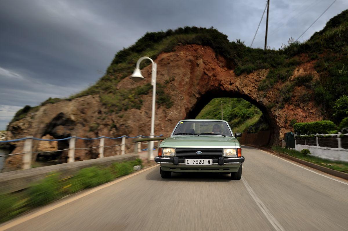 Ford Granada frontal en movimiento
