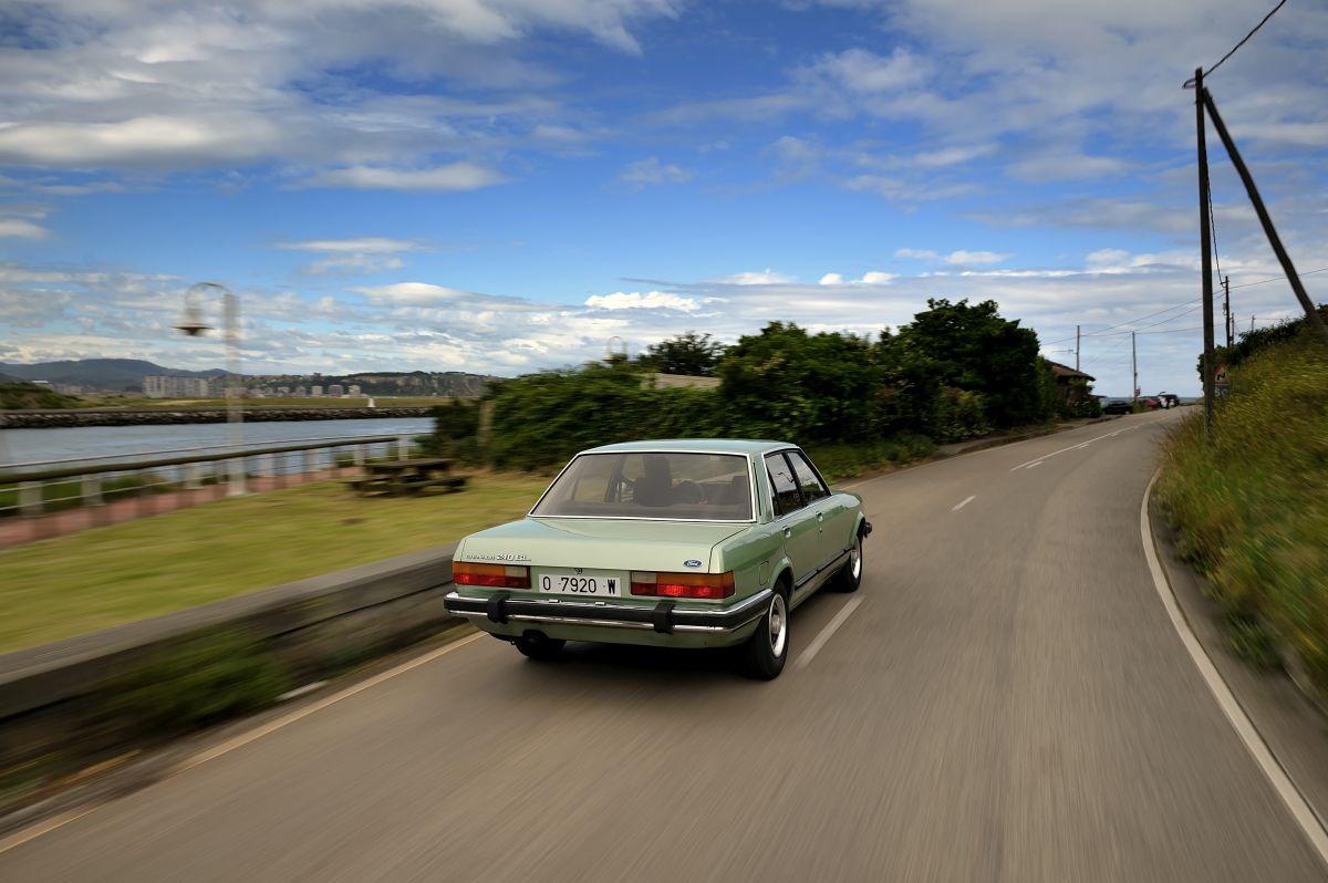 Ford Granada trasera en movimiento