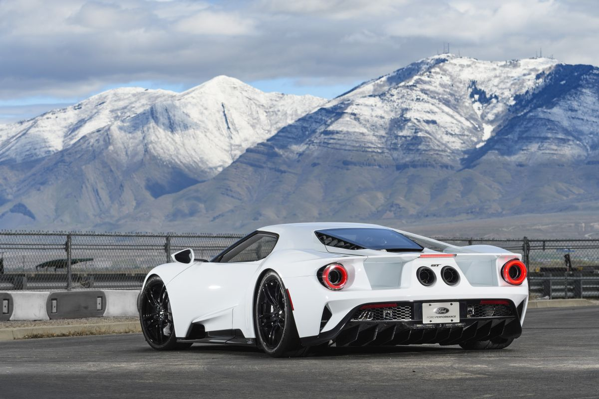 Ford GT 2017 trasera