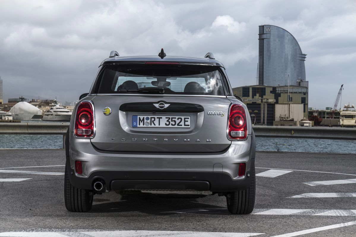 MINI Countryman Cooper S E ALL4 trasera