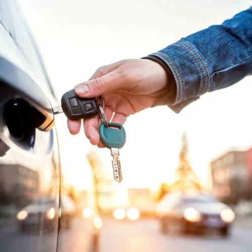 ¿Se puede abrir un coche con las llaves de otro igual?